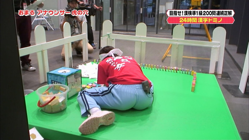 【お尻キャプ画像】テレビでタレントさんのパンツラインめっちゃ見えてるんだけどw 11