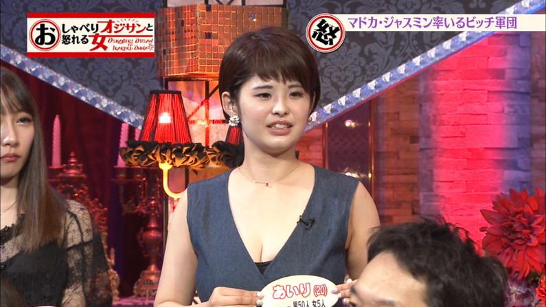 【胸ちらキャプ画像】テレビでタレント達のやらしい谷間が見えまくりw 14