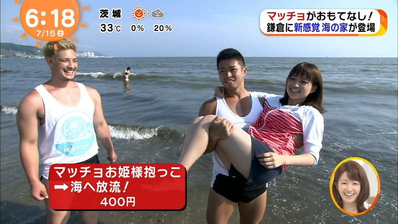 【太ももキャプ画像】自慢の美脚をこれ見よがしに披露するタレント達w 19
