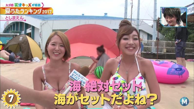 【水着キャプ画像】もぉそろそろ見納めのテレビに映った激エロ素人の水着姿w 01