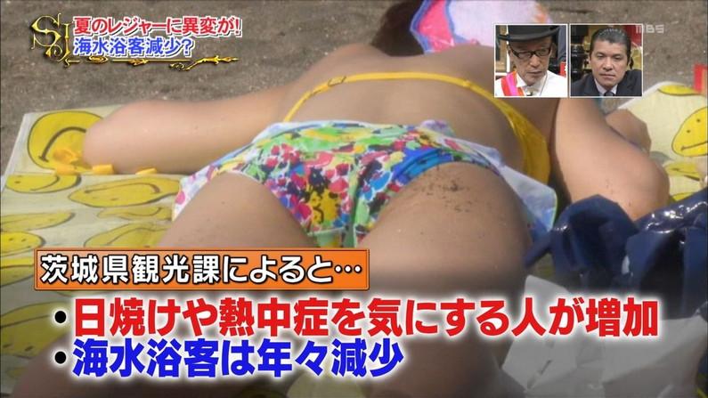 【水着キャプ画像】もぉそろそろ見納めのテレビに映った激エロ素人の水着姿w 20