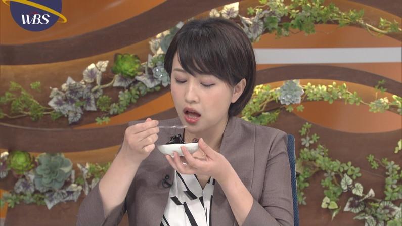 【疑似フェラキャプ画像】食レポでこんなエロい食べ方するからフェラしてるみたいにしか見えないんだよw 04