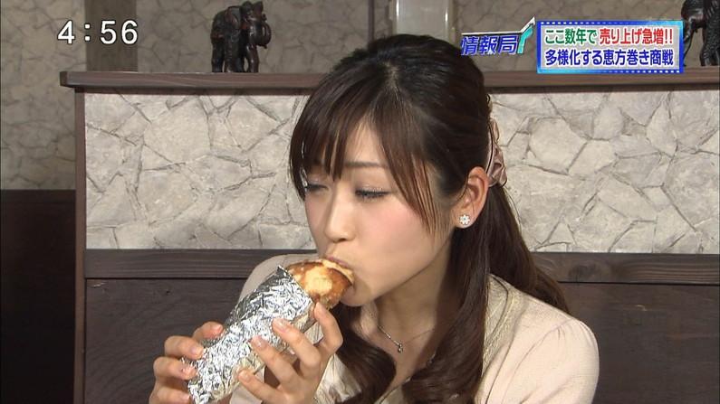 【疑似フェラキャプ画像】食レポでこんなエロい食べ方するからフェラしてるみたいにしか見えないんだよw 15