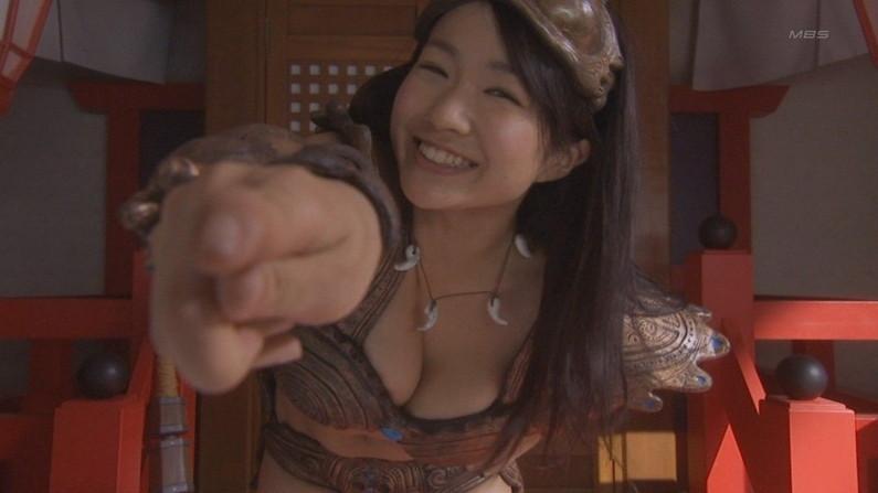 【胸ちらキャプ画像】ちょっと巨乳タレント達ってエロい谷間見せすぎじゃね?ww 14