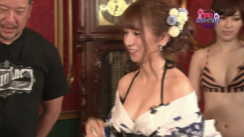【お宝キャプ画像】バコバコTVで片方の乳首シールはがされてる美女がww 25