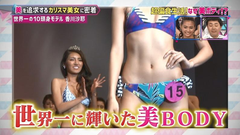 【へそキャプ画像】美しいくびれボディーを披露する美人タレント達w 14