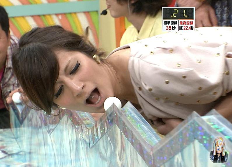 【疑似フェラキャプ画像】フェラの練習ですか?と言いたくなるほどエロい顔して食レポするタレント達w 09