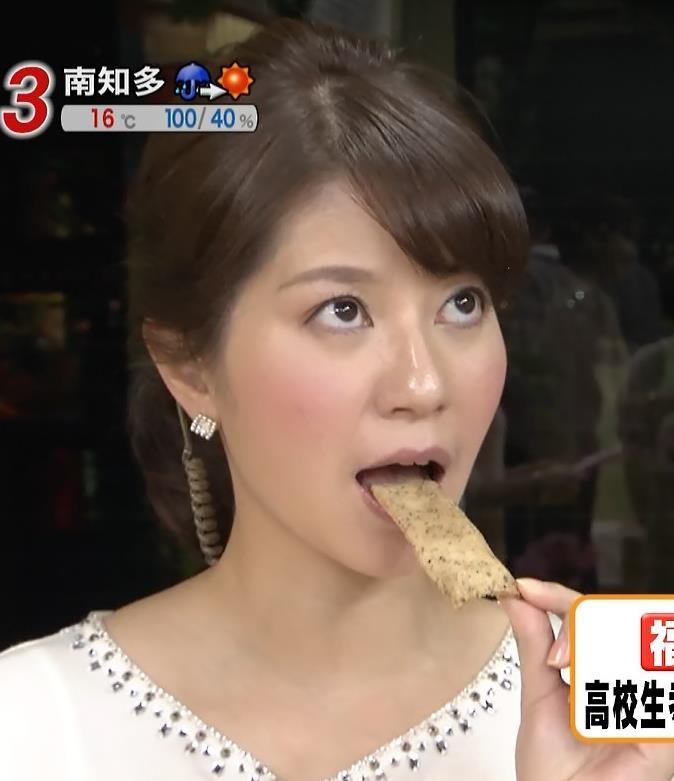 【疑似フェラキャプ画像】フェラの練習ですか?と言いたくなるほどエロい顔して食レポするタレント達w 11