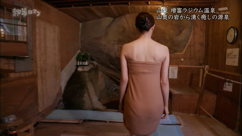 【温泉キャプ画像】テレビに映る美女達の入浴シーンがハミ乳し過ぎてエロww 11