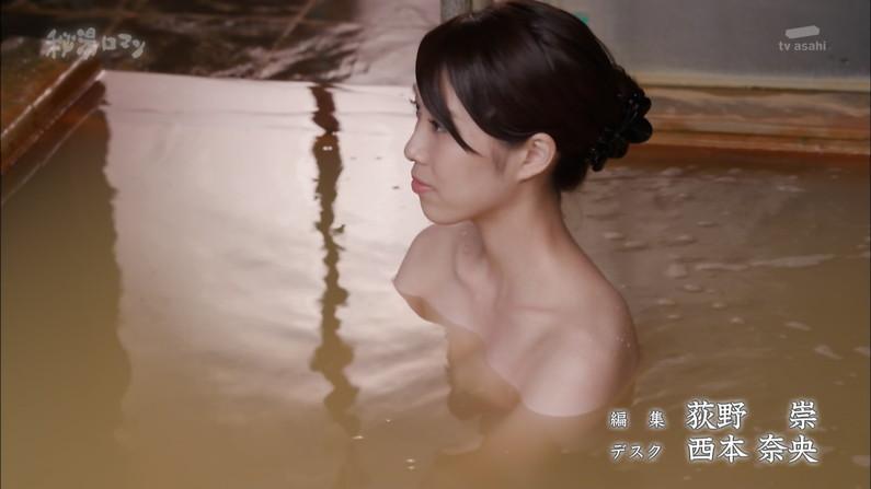 【温泉キャプ画像】テレビに映る美女達の入浴シーンがハミ乳し過ぎてエロww 12