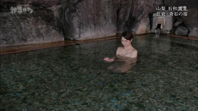 【温泉キャプ画像】テレビに映る美女達の入浴シーンがハミ乳し過ぎてエロww 13