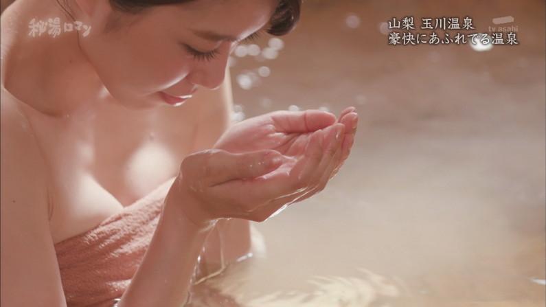 【温泉キャプ画像】テレビに映る美女達の入浴シーンがハミ乳し過ぎてエロww 19