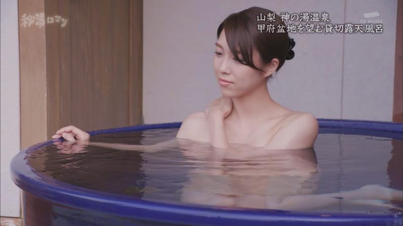 【温泉キャプ画像】テレビに映る美女達の入浴シーンがハミ乳し過ぎてエロww 23