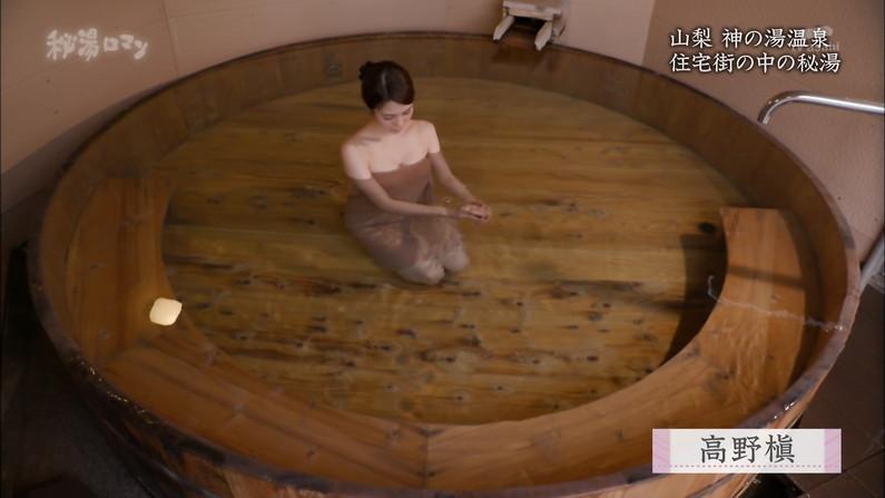 【温泉キャプ画像】テレビに映る美女達の入浴シーンがハミ乳し過ぎてエロww 24