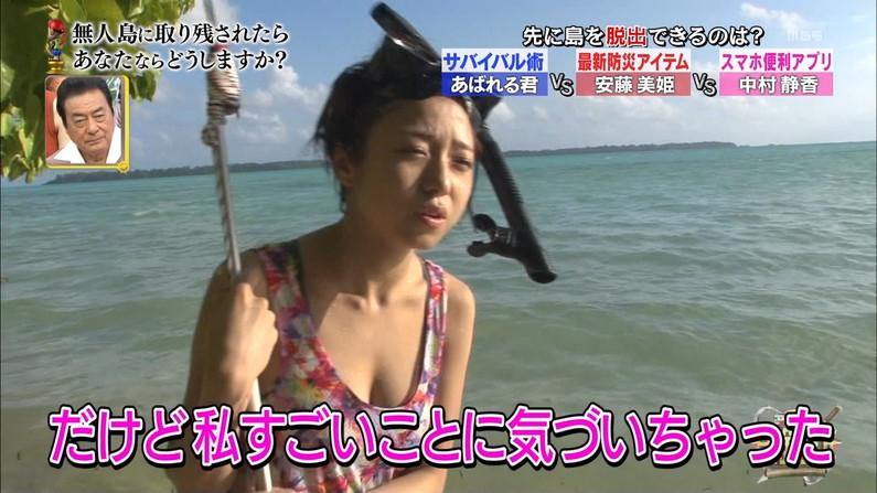 【水着キャプ画像】ポロリ寸前の際どい極小ビキニ着たタレント達がヤバいww 12