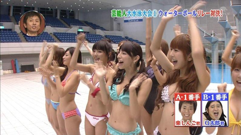【水着キャプ画像】ポロリ寸前の際どい極小ビキニ着たタレント達がヤバいww 16