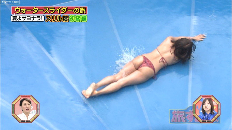 【お尻キャプ画像】テレビに映る水着美女達のハミ尻がエロすぎてヤバイww