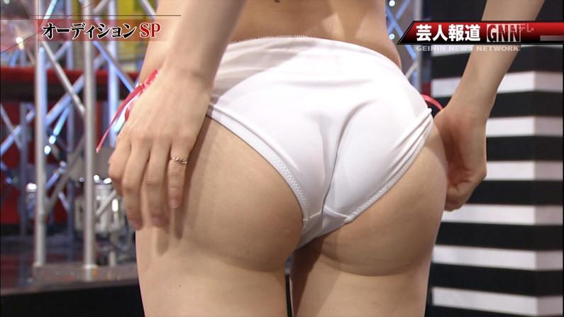 【お尻キャプ画像】テレビに映る水着美女達のハミ尻がエロすぎてヤバイww 10