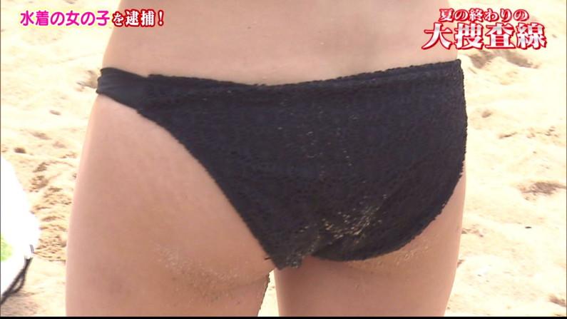 【お尻キャプ画像】テレビに映る水着美女達のハミ尻がエロすぎてヤバイww 19