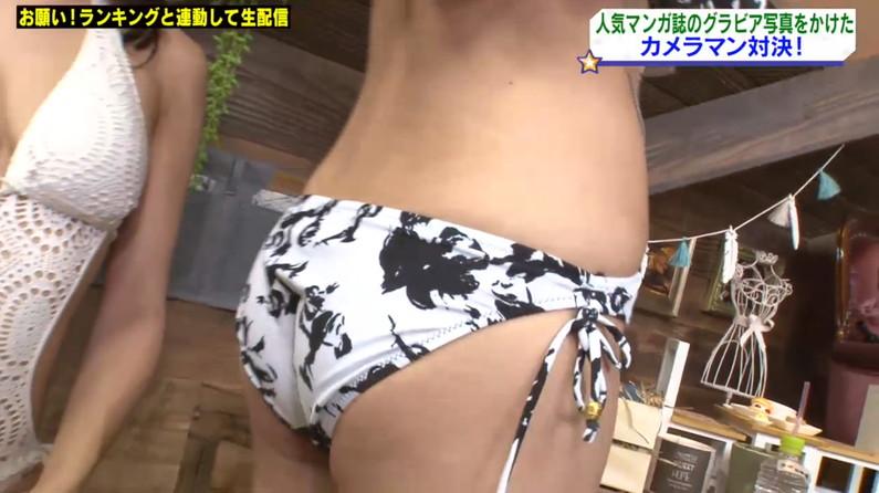 【お尻キャプ画像】テレビに映る水着美女達のハミ尻がエロすぎてヤバイww 24