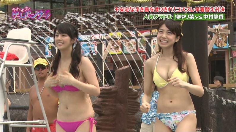 【水着キャプ画像】タレント達の水着姿がオッパイ曝け出しすぎでヤバイw 12