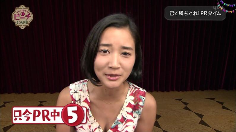 【胸ちらキャプ画像】テレビに映されるタレント達のエロい谷間ww 08