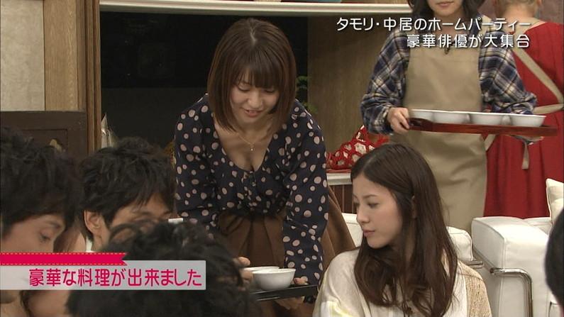 【胸ちらキャプ画像】テレビに映されるタレント達のエロい谷間ww 19