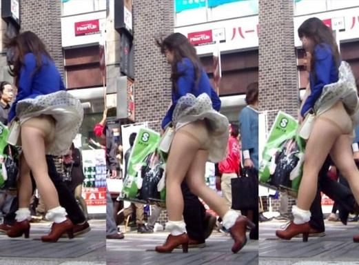 【パンチラハプニング画像】一瞬の突風でスカートめくれ上がっちゃった素人美女達w 20