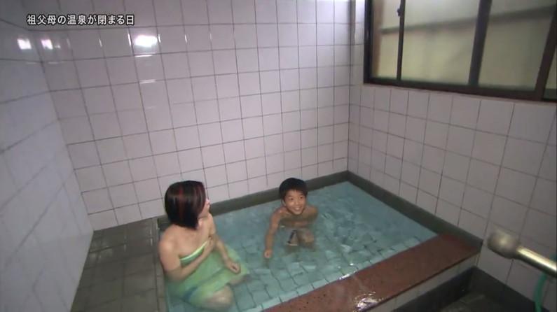 【温泉キャプ画像】美女達のやらしい谷間が気になる温泉レポ画像ww 24