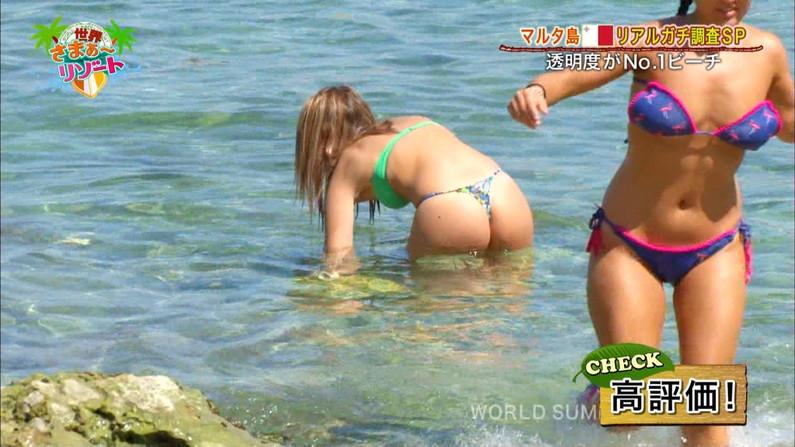 【お尻キャプ画像】お尻自慢のグラドルたちが水着からハミケツ晒してテレビに映ってるぞw 12