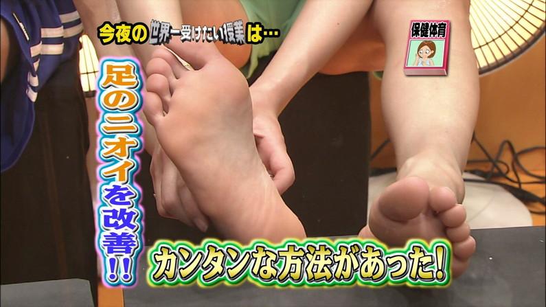 【足裏キャプ画像】美人タレントの足の裏とかに興味あるやつちょっと見てみろよww 23