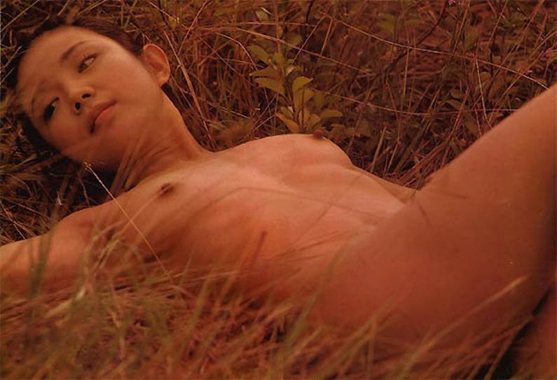 【蒸れ馬キャプ画像】濡れ場やベッドシーンで見せた乳首の綺麗な女優たちww 06