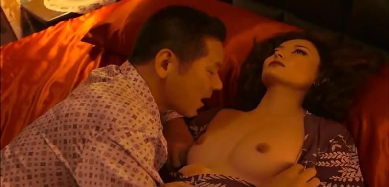 【蒸れ馬キャプ画像】濡れ場やベッドシーンで見せた乳首の綺麗な女優たちww 16