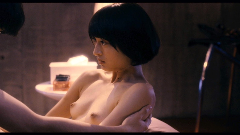 【蒸れ馬キャプ画像】濡れ場やベッドシーンで見せた乳首の綺麗な女優たちww 20