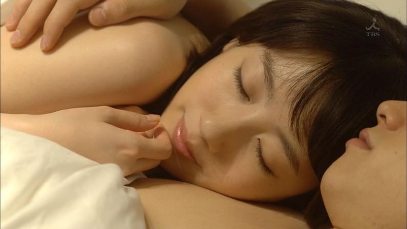 【寝顔キャプ画像】思わず添い寝でもしたくなるようなアイドル達の可愛い寝顔ww