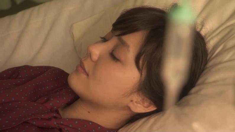 【寝顔キャプ画像】思わず添い寝でもしたくなるようなアイドル達の可愛い寝顔ww 24