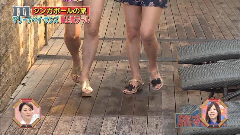 【太ももキャプ画像】やっぱりタレントさんの脚っていつ見ても綺麗だしムチムチでエロいよなw 06