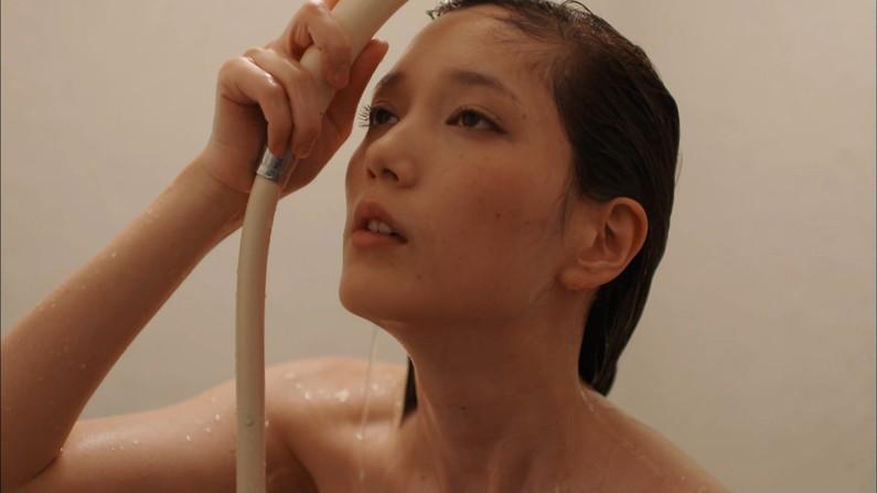 【温泉キャプ画像】ヤベー!!温泉レポで乳首まで見えかけてるぞww 09