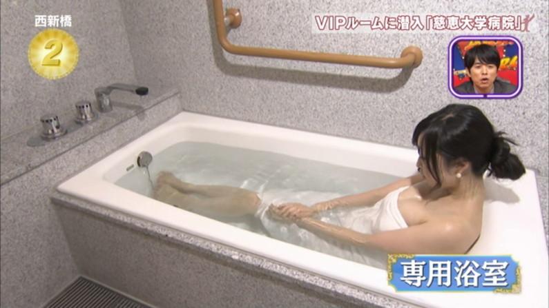 【温泉キャプ画像】ヤベー!!温泉レポで乳首まで見えかけてるぞww 21