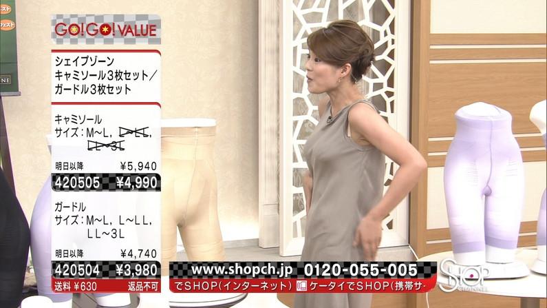 【ブラちらキャプ画像】女子アナ達の袖口や服がズレちゃってブラちらしてるww 09