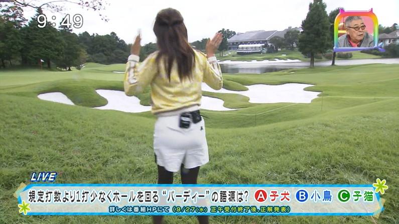 【お尻キャプ画像】ピッタリしたズボン履きすぎてパンツまで透けて見えてるタレントいてるしw 14