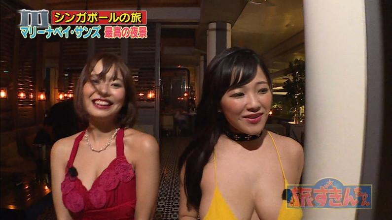 【水着キャプ画像】乳房はみ出しすぎなビキニ来てテレビに出てくるアイドル達w 01