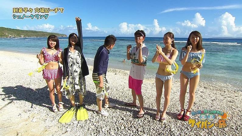 【水着キャプ画像】乳房はみ出しすぎなビキニ来てテレビに出てくるアイドル達w 07