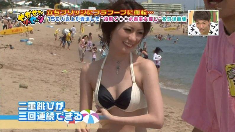 【水着キャプ画像】乳房はみ出しすぎなビキニ来てテレビに出てくるアイドル達w 09