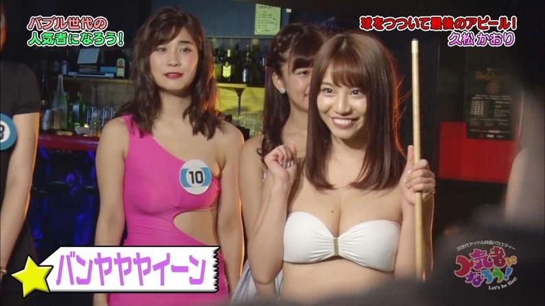 【水着キャプ画像】乳房はみ出しすぎなビキニ来てテレビに出てくるアイドル達w 10