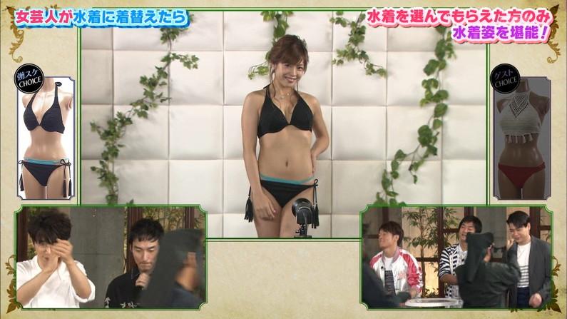 【水着キャプ画像】乳房はみ出しすぎなビキニ来てテレビに出てくるアイドル達w 15