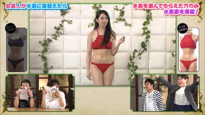 【水着キャプ画像】乳房はみ出しすぎなビキニ来てテレビに出てくるアイドル達w 17