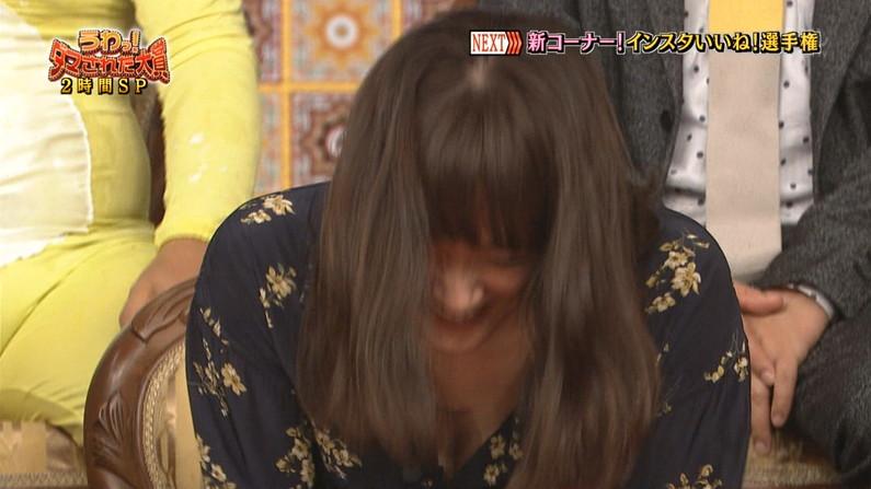 【胸ちらキャプ画像】テレビに映ったタレント達の胸ちらのエロさがやばいww 06
