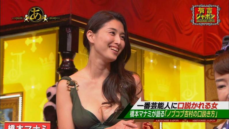 【胸ちらキャプ画像】テレビに映ったタレント達の胸ちらのエロさがやばいww 11