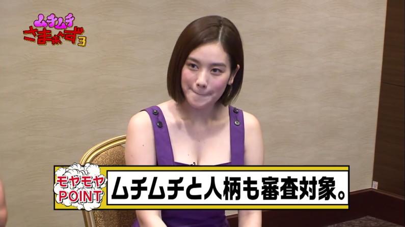 【胸ちらキャプ画像】テレビに映ったタレント達の胸ちらのエロさがやばいww 24